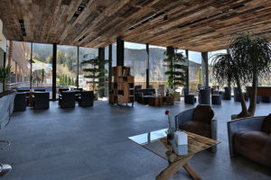 lobby bei tag im armona medical hotel in thiersee